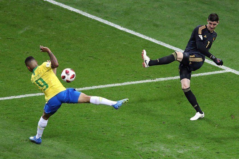 巴西9號前鋒熱蘇斯(左)在本屆世界盃一球未進,對比利時之戰還挨了對方門將一球,他...