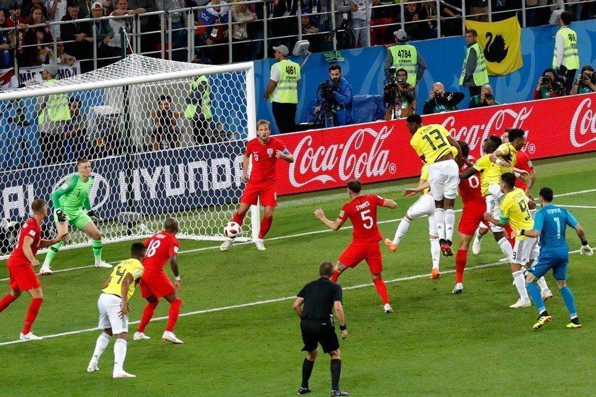 哥倫比亞13號米納(中)每次總是跳得比人更高,本屆世界盃他進了3球。 美聯社