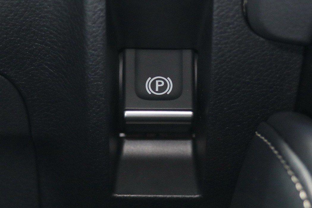 新增EPB電子式手煞車。 記者陳威任/攝影
