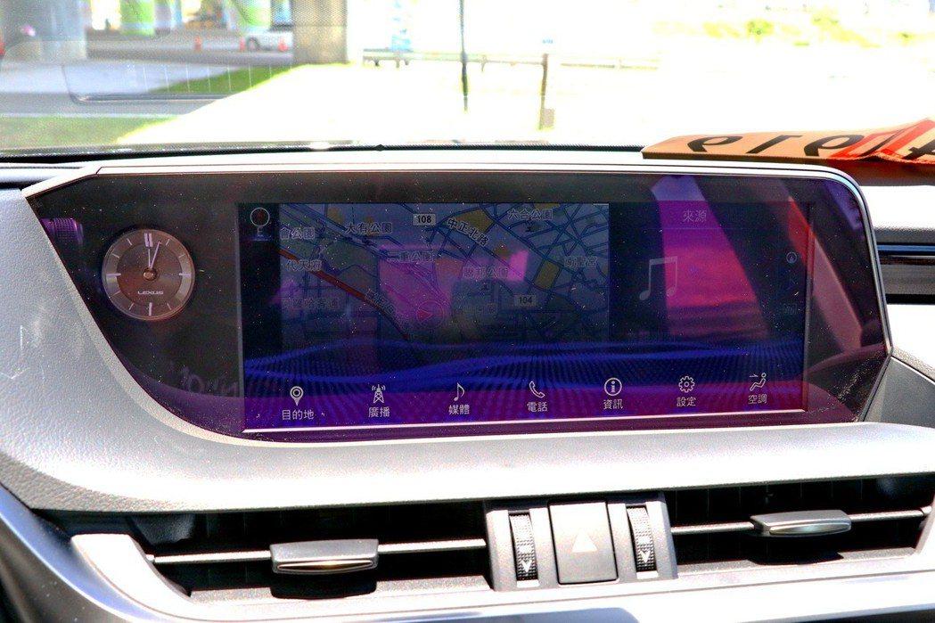 旗艦車型提供12.3吋EMV螢幕。 記者陳威任/攝影