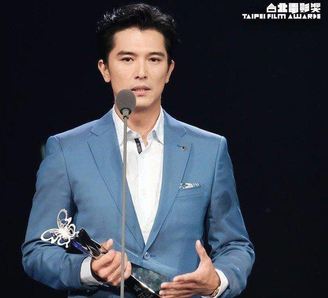 藝人邱澤14日以《誰先愛上他的》,一舉奪下台北電影節最佳男主角。(翻攝自台北電影