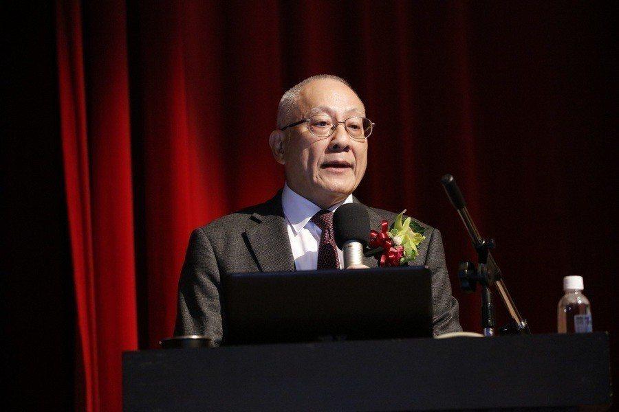 司徒達賢15日於榮退典禮上向滿場學子演講,以「70年感恩歲月」為題分享人生經驗。...