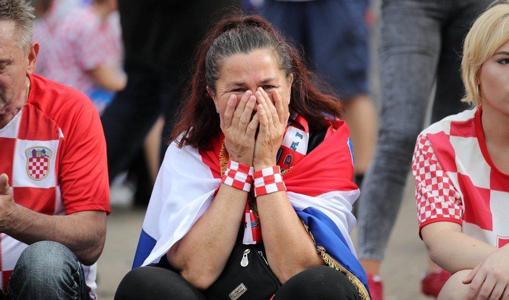 克羅埃西亞最終還是輸球,球迷哭了。(路透)