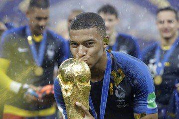 撼動足壇的新秀 姆巴佩未來國際足總金球獎熱門