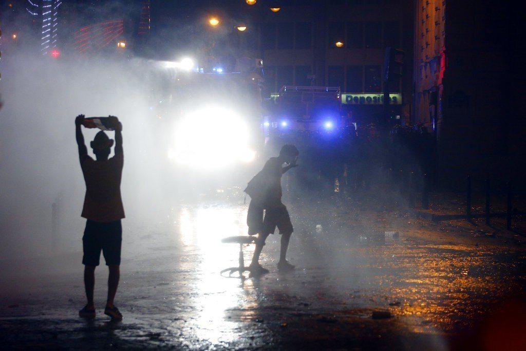 法國奪冠讓球迷陷入瘋狂,造成暴動和警方發生衝突。美聯社