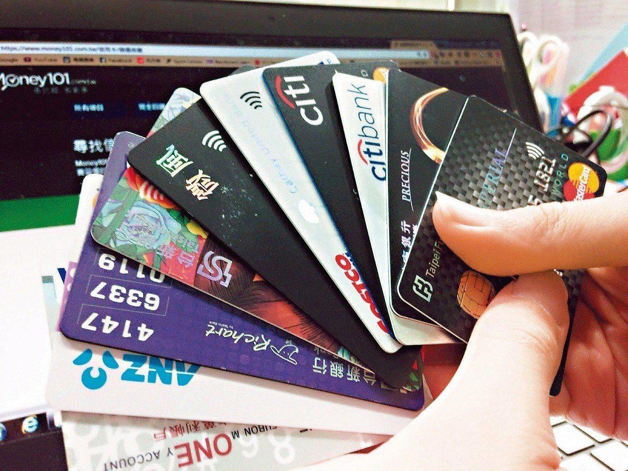 金管會今(2)日公布最新信用卡業務,6月信用卡簽帳金額約2982億元,創下歷史新...