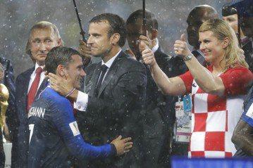 法國稱霸世界盃足球賽 馬克宏民調有望沾光