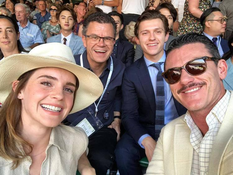 艾瑪華森、路克伊凡斯(右)、湯姆霍蘭德(右2)。圖/擷自instagram