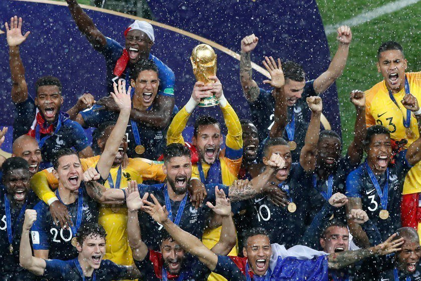 法國隊球風保守,一路都是穩紮穩打,靠強大的防守過關斬將,最後終於能笑捧金盃。 美...