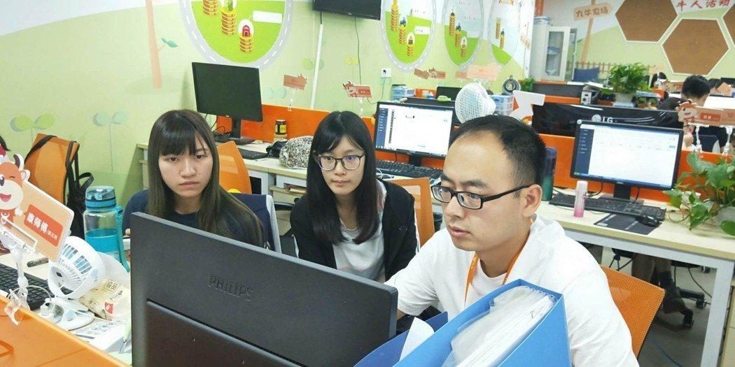 管院學生在杭州海外實習 中臺科大/提供。