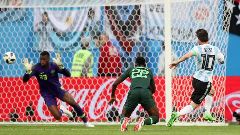 梅西(右)對奈及利亞精采進球。 擷圖自FIFA