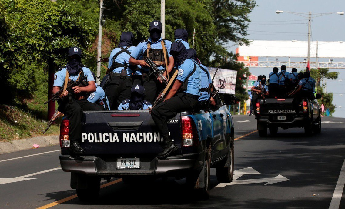 尼加拉瓜馬沙雅(Masay)地區的警察,重重武裝。 圖/路透社