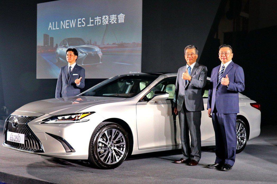 LEXUS總代理和泰汽車發表全新第七代的中型豪華房車ES,首波導入ES 200及 ES 250,年販目標為2500台。 記者陳威任/攝影