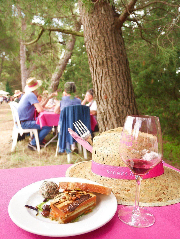 不需要什麼繁文縟節,對南法的人們來說,葡萄酒本來就該是和生活在一起的。 圖片提供...