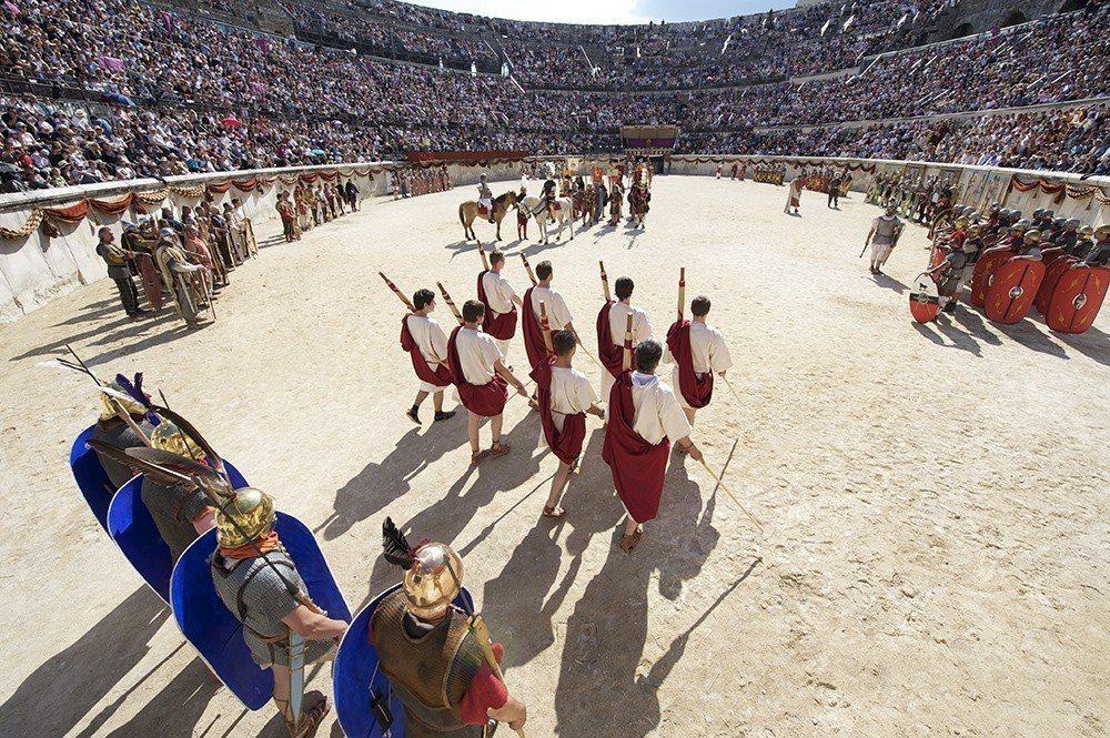 早在古羅馬時代,隆河谷的尼姆產區就在羅馬人的影響下開始釀酒,可說是法國最古老的葡...