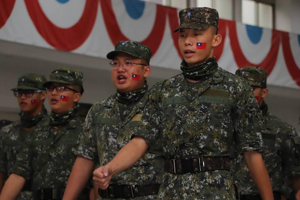 立法院法制局報告指出,4個月短期軍事訓練不用下部隊歷練實務經驗,便納入後備役,再...