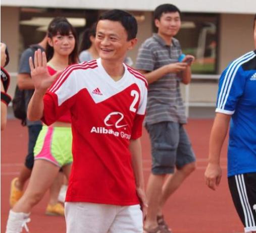 馬雲在2014年投資恆大足球俱樂部人民幣12億元,換得其50%的股權,球隊改名為...