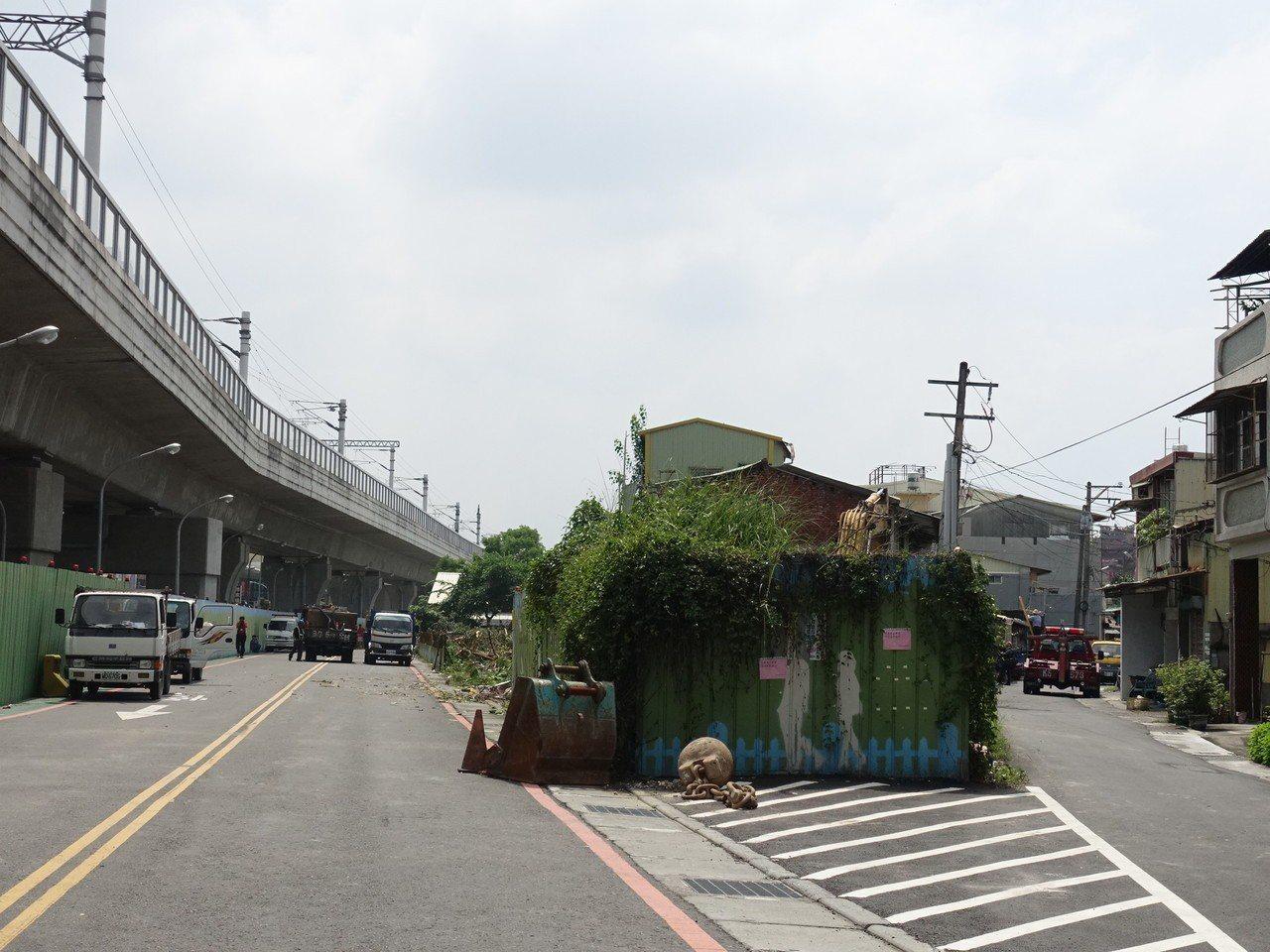 屏東火車站後方的公勇路拓寬工程,因住戶抗爭而受阻。記者翁禎霞/攝影