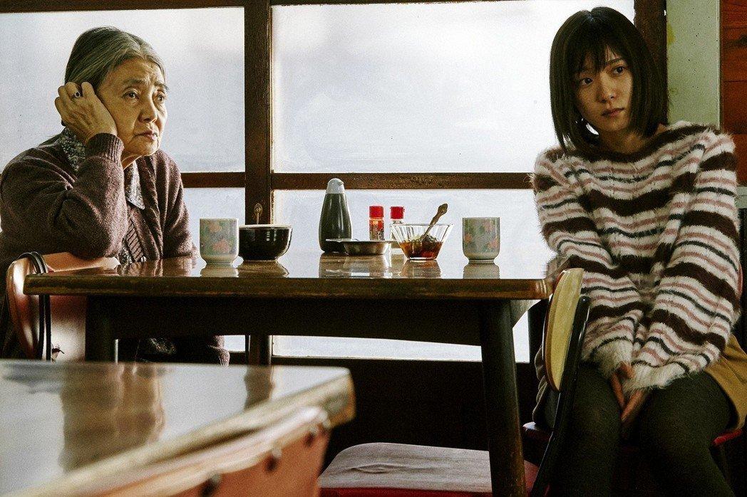 樹木希林(左)與松岡茉優(右)。圖/采昌提供