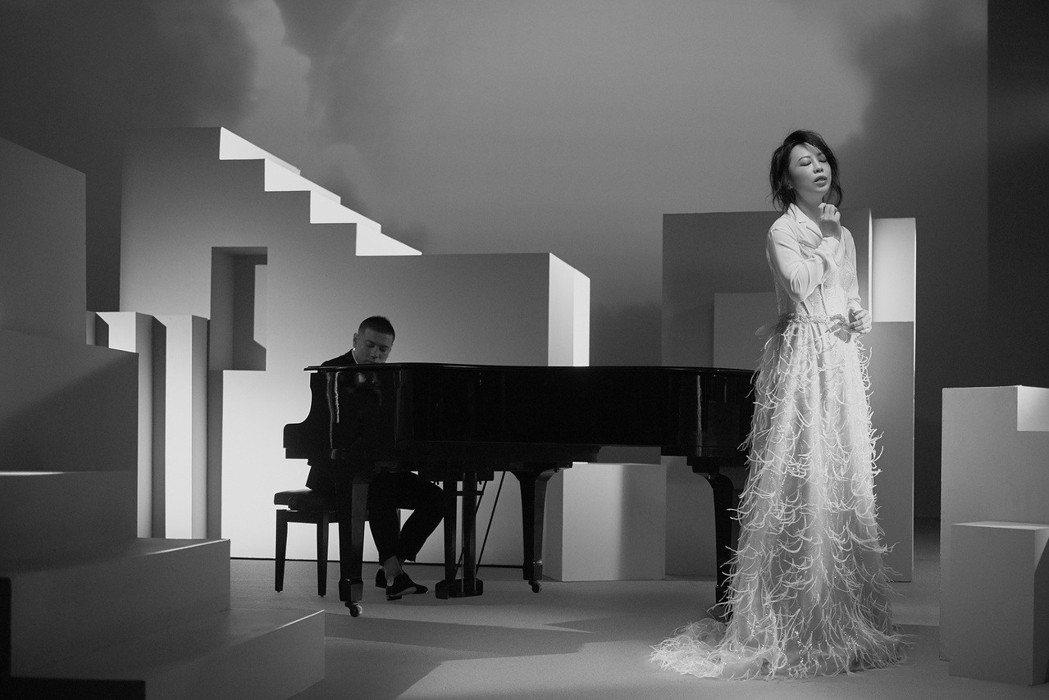 黃綺珊的新歌「遇見明天的你」MV以黑白影像呈現。圖/黃綺珊工作室提供
