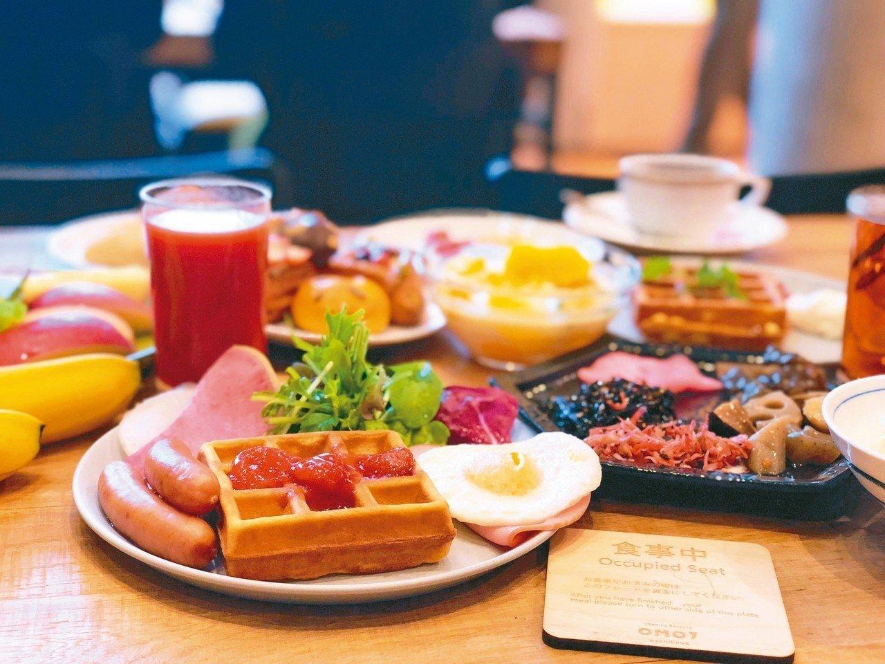 OMO7的自助早餐種類多元,而且日式、西式都有,其中一定要品嘗現作鬆餅。 記者魏...