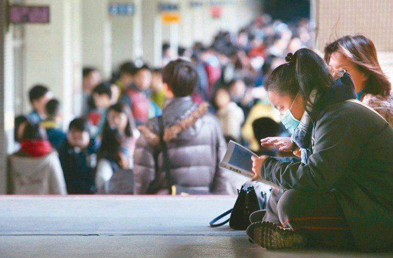 大考中心表示,明年學測1月25日、26日舉行,國寫延長為90分鐘,社會和自然也增加10分鐘,其餘考科時間不變,維持100分鐘。圖╱聯合報系資料照片
