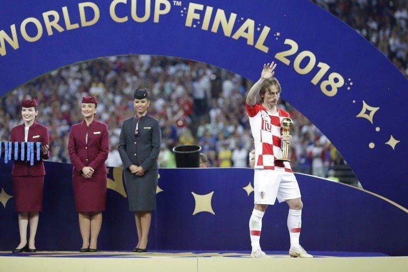 克羅埃西亞隊長莫德里奇(Luka Modric)捧回金球獎感覺是苦樂參半。 美聯...