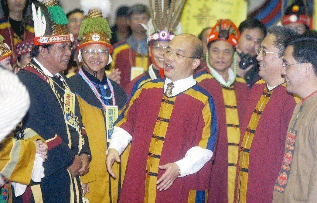 2007年時任行政院長的蘇貞昌,出席原住民「撒奇萊雅人」正名茶會致詞時,說撒奇萊...