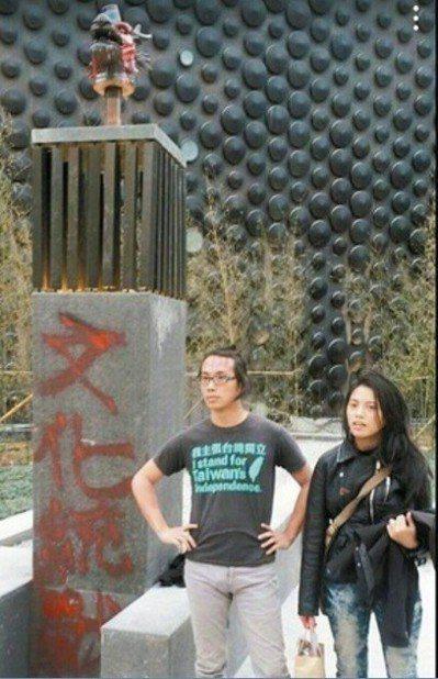 陳儀庭(左起)、陳妙婷2015年底對故宮南院獸首潑漆,還噴文化統戰字眼。 圖/聯...