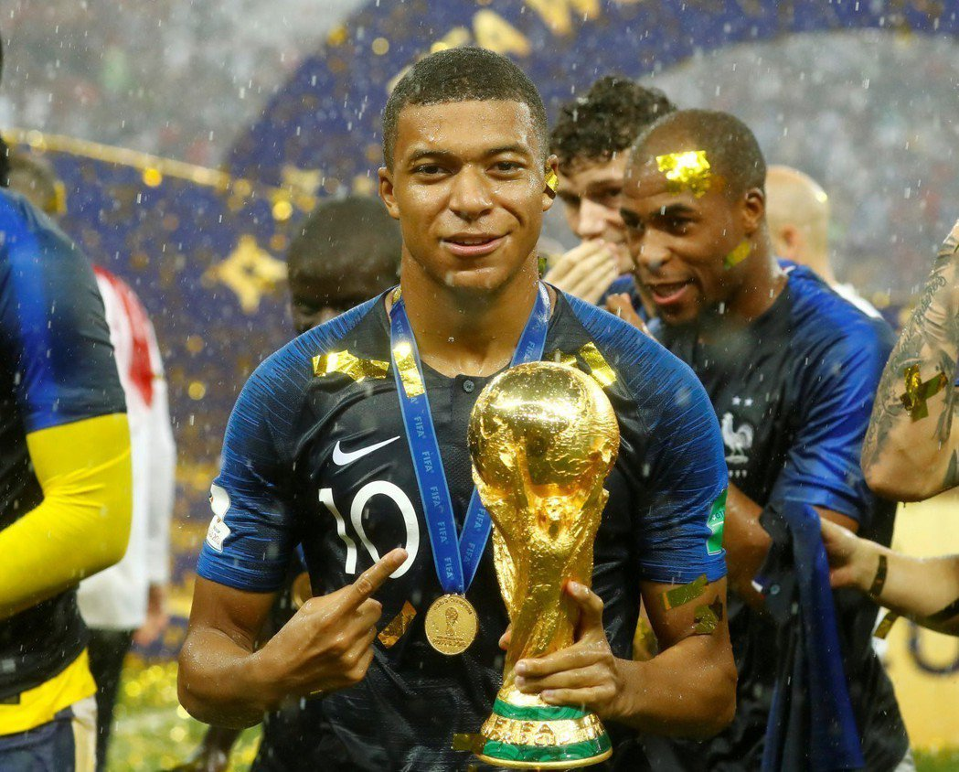 法國隊在這次世界盃中奪冠關鍵之一當屬超級新星姆巴佩(Kylian Mbappe)...