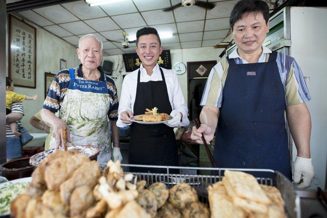 新竹市長林智堅自去年起就不斷對外推廣新竹美食,還出書帶大家到巷弄中尋美味。 圖/...