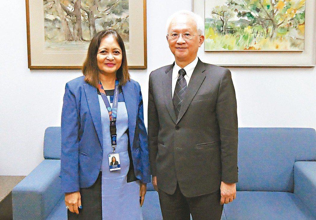 第一銀行董事長董瑞斌(右)前往菲國央行拜會副總裁Ms.Chuchi G. Fon...