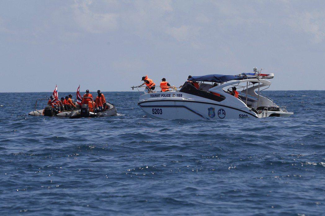 相比之下,同時間發生的普吉島觀光船「鳳凰號」翻覆事件,並沒有得到太多關注。 圖/...