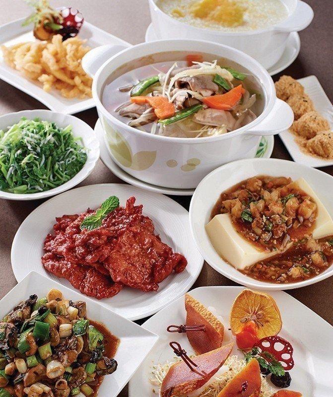蓬萊邨台式四人合菜的豐富內容。 台北福華/提供