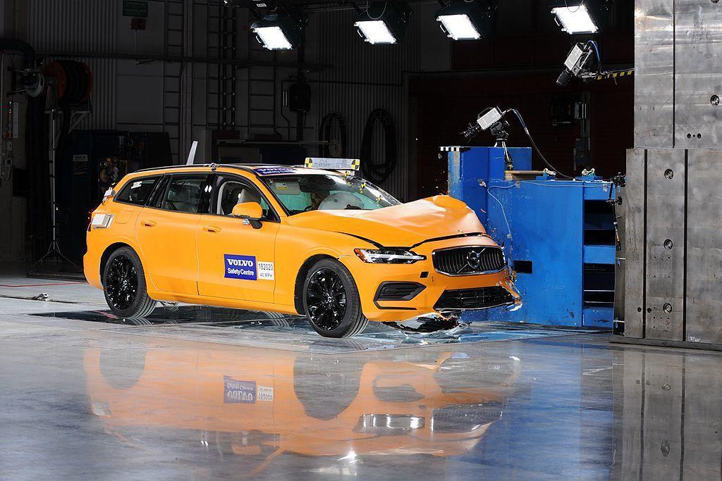 瑞典Volvo Cars穩固的車體安全性與先進防護科技,成為台灣近年新車熱烈討論...