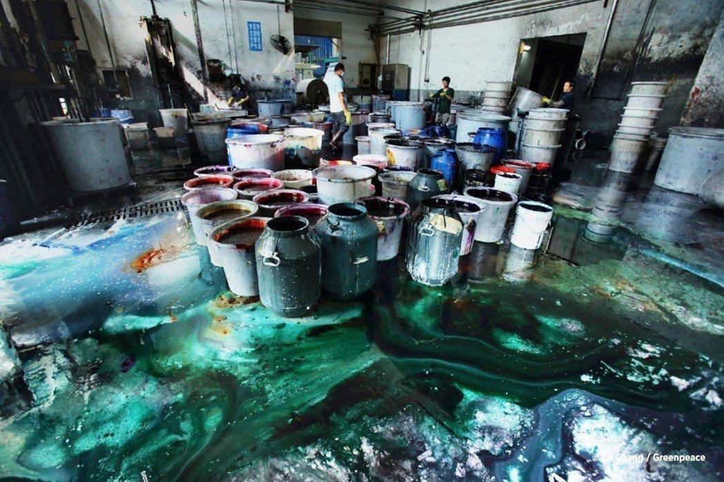 圖為中國紹興染料廠。圖/翻攝綠色和平Detoxing報告書
