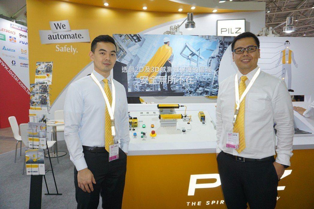 臺灣皮爾磁區域業務經理鍾志偉(右)解析Pilz的2D、3D感測器保護的區域安全度...