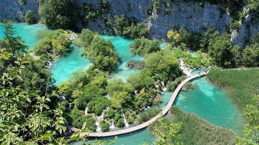 十六湖國家公園有歐洲「九寨溝」之稱,是克羅埃西亞最熱門的景點。(photo by...