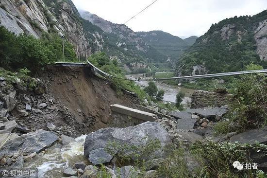 北京暴雨,包括房山、門頭溝、懷柔、密雲等地發生滑坡、泥石流災情。取自新京報