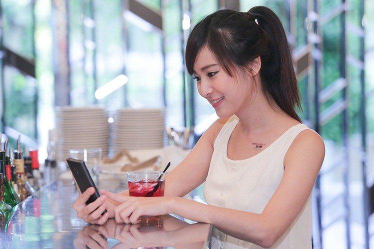 遠傳電信4G購划算方案月付199元起就送friDay購物折價券。圖/遠傳電信提供