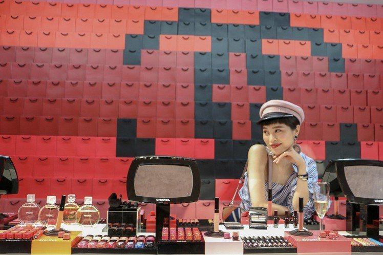 香奈兒8/12前推出期間限定美妝遊樂場「COCO GAME CENTER」。圖/...