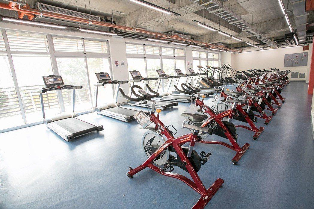 嘉藥宿舍內有氧訓練室,提供全校教職員生使用。 嘉藥/攝影