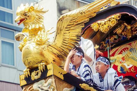 日本各地出現熱浪高溫,圖為近日在京都舉辦的祇園祭,也在猛暑襲來之下造成數十人中暑...