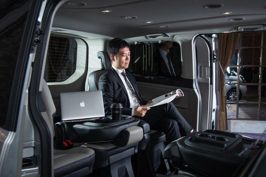 福特旅行家兼顧質感與實用性,打造移動辦公室。 圖/福特六和提供