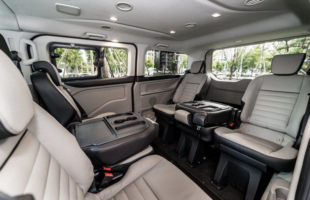 福特旅行家同級唯一可調整式對座模式,隨時滿足會議需求。 圖/福特六和提供