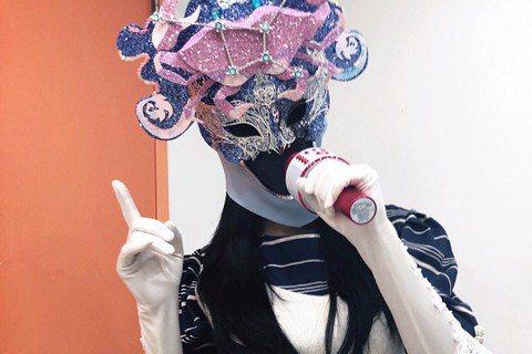 韓國MBC電視台「神秘音樂秀:蒙面歌王」日前播出「巨蟹座」歌手摘下面具的畫面,竟是T-ara的孝敏!眾人看到以solo之姿出現在舞台的孝敏,既驚喜又心酸。以女團T-ara成員出道近10年的孝敏,曾登...