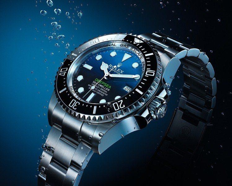 新款Rolex Deepsea,搭配44毫米錶殼,錶殼經重新設計,加大的蠔式錶帶...