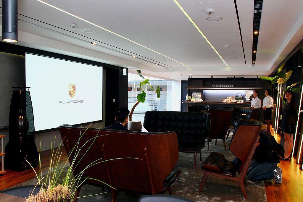 全球獨一無二首創Porsche Werk 1保時捷客廳。 記者張振群/攝影