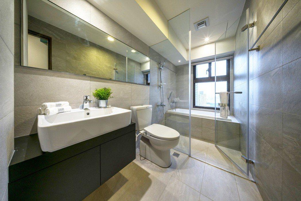 「冠藝3光合」浴室乾濕分離設計還配備浴缸,2房在家也能做SPA。 圖片提供/冠億...