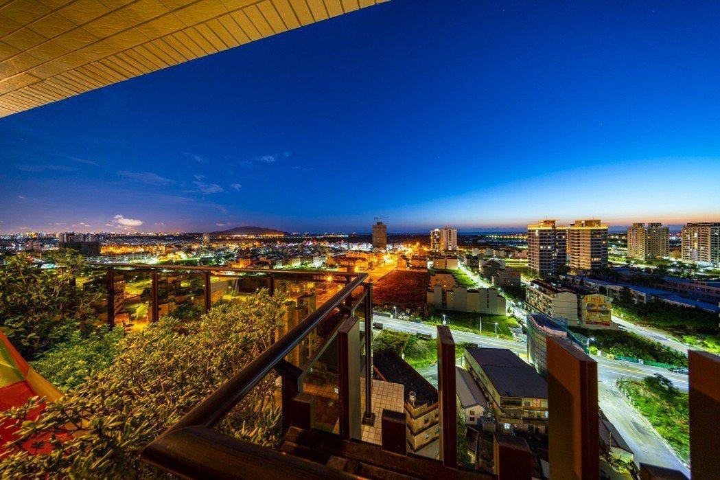 「冠藝3光合」3米空中私院擁180°廣闊視角,面向山海、濕地公園美景。 圖片提供...
